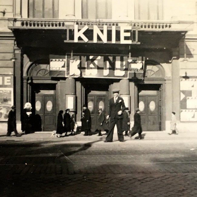 1930 Knie im Winter, in Rom, im Theater